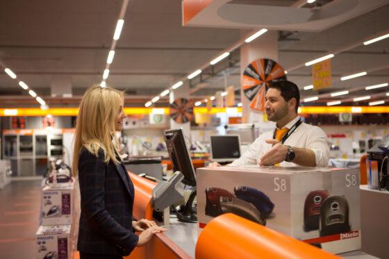 Fust ist mit über 150 Verkaufsstellen in der ganzen Schweiz der führende Anbieter für Elektrohaushaltgeräte, Multimedia, Küche und Bad